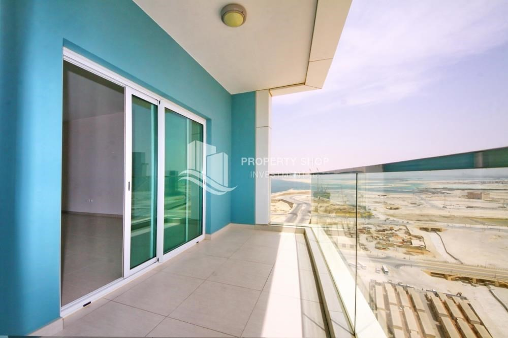 Balcony-4 Cheques! 1BR Apartment with sea view.