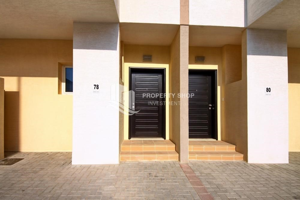 External Entrance-Hot price! Double row villa with study room