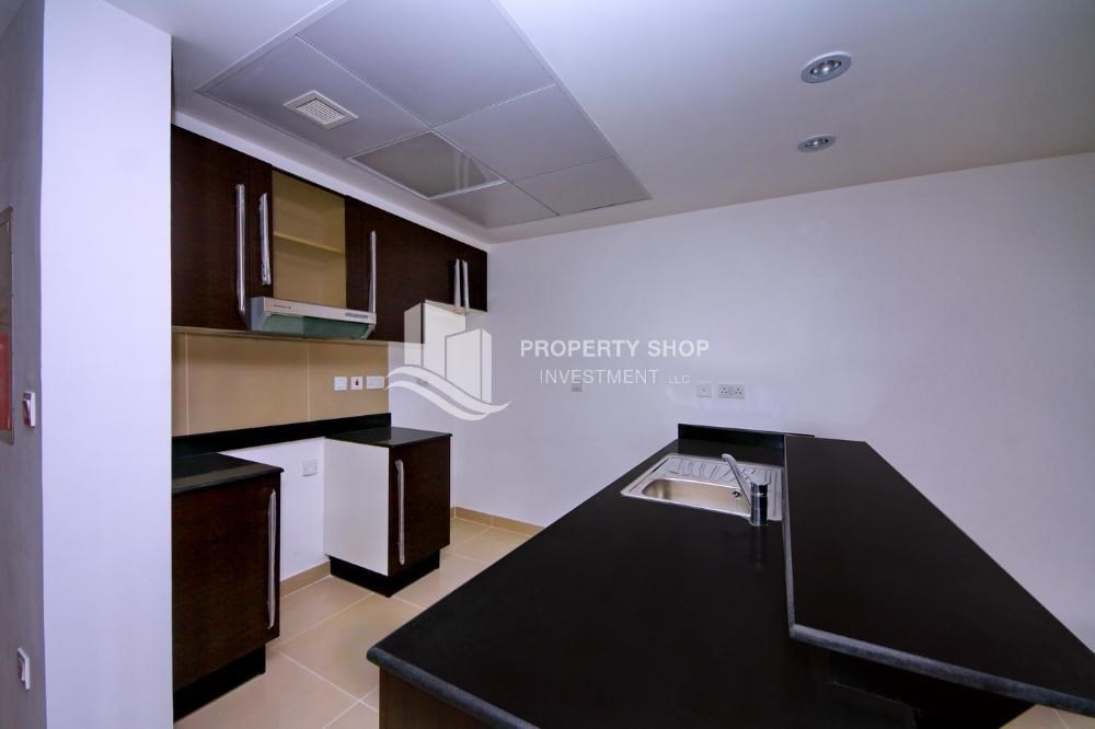 Kitchen-Hot price! Double row villa with study room