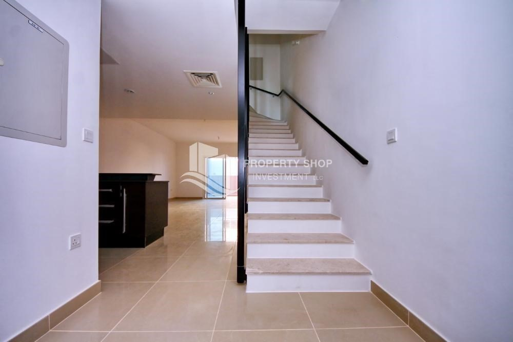 Stairs-Hot price! Double row villa with study room