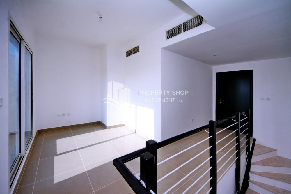 Study-Hot price! Double row villa with study room