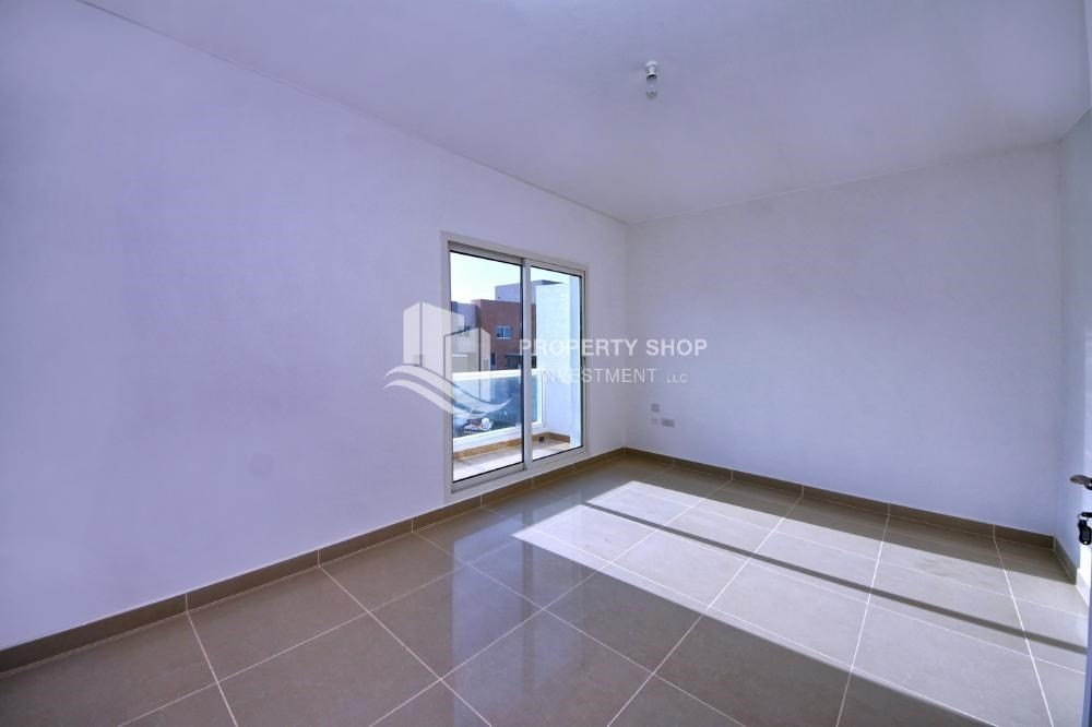 Bedroom-Hot price! Double row villa with study room