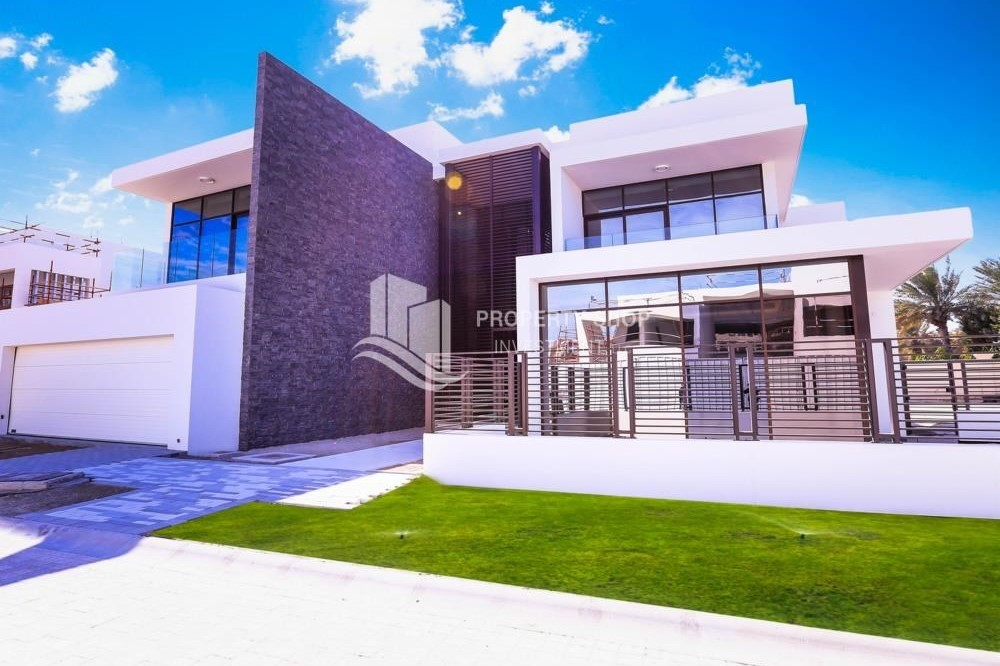 Property-Corner, Single row 5BR villa. Move this June 2019 to a perfect location. 10% booking 90% handover