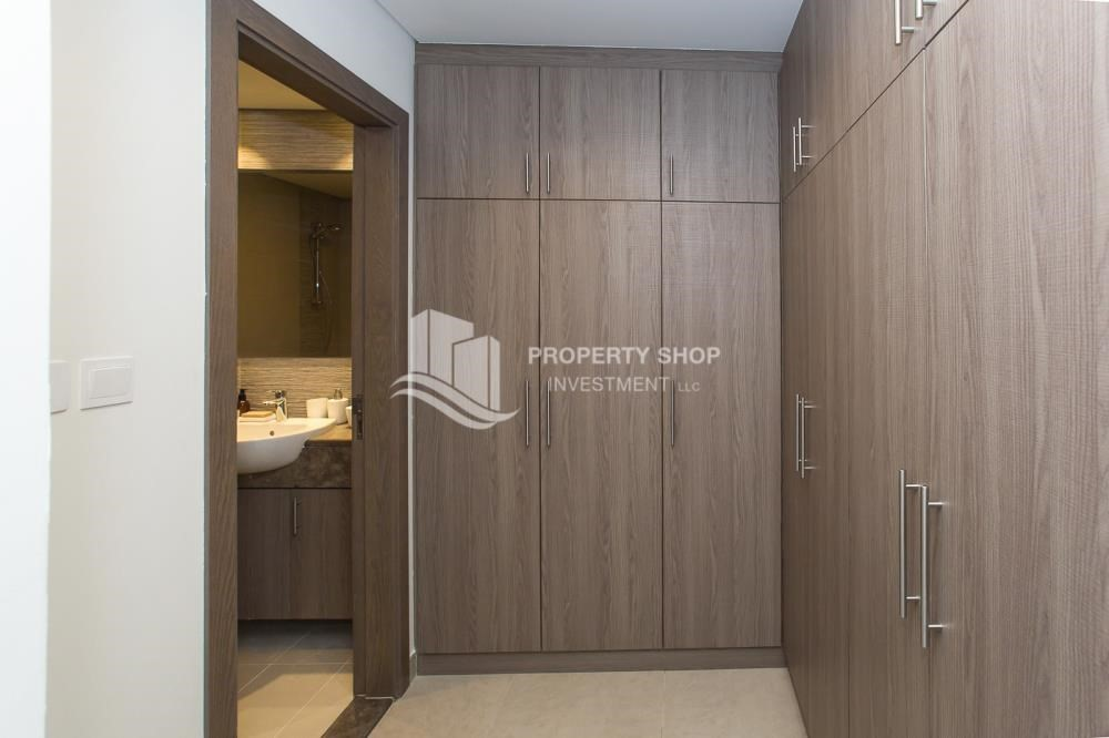 WalkIn Closet-Offplan Apt with Easy Payment Plan