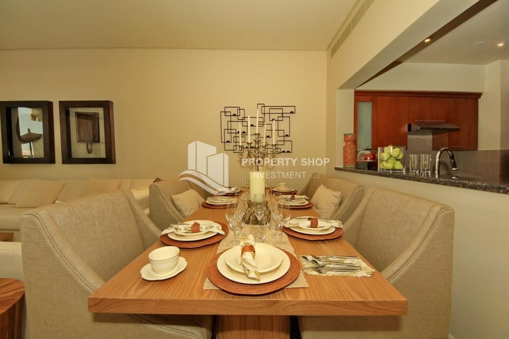 Dining Room-1Br Low Floor Overlooking Garden. No Broker Fees