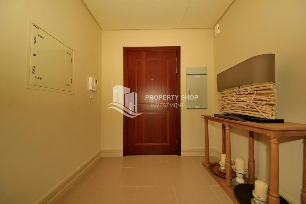 Foyer-1Br Low Floor Overlooking Garden. No Broker Fees