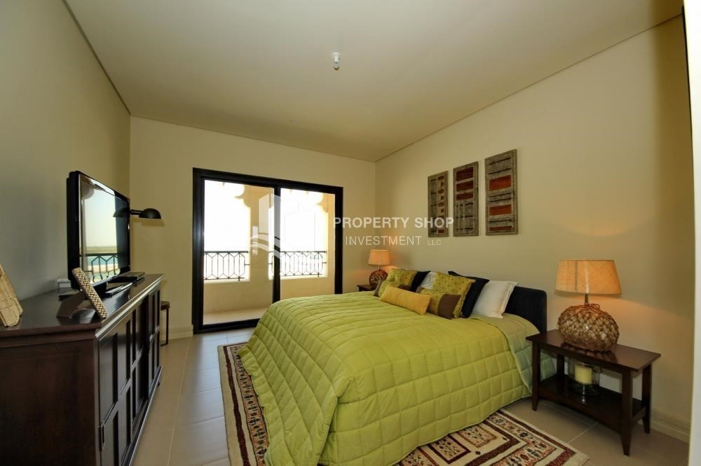 Bedroom-1Br Low Floor Overlooking Garden. No Broker Fees