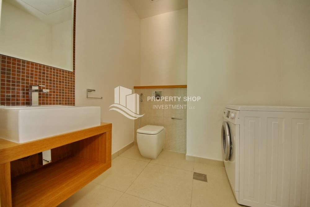 Bathroom-1BR unit with full sea and marina view