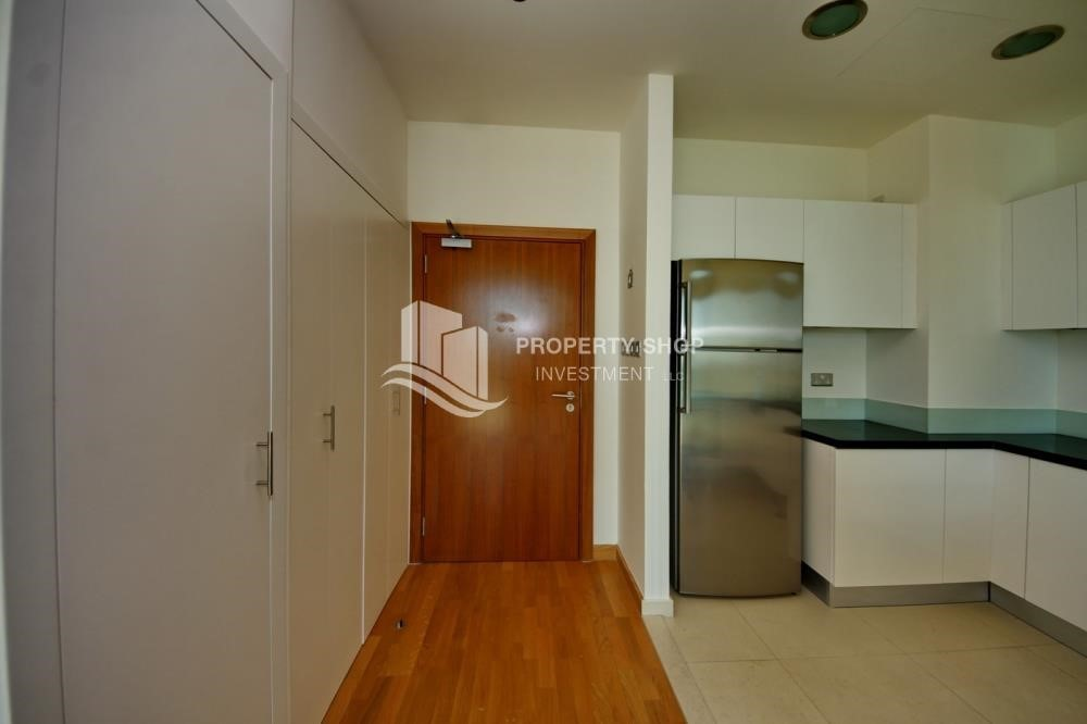 Corridor-1BR unit with full sea and marina view