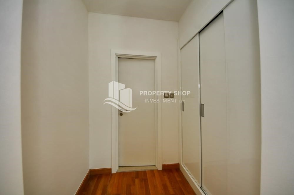 WalkIn Closet-1BR unit with full sea and marina view
