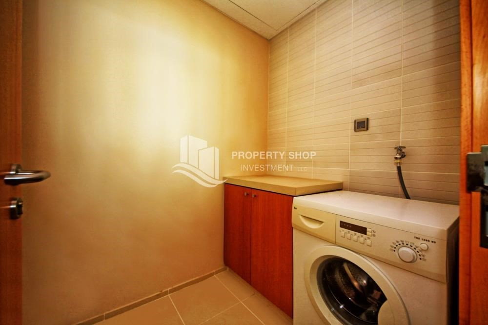 Laundry Room-1BR with walk in closet + rent refund and parking!