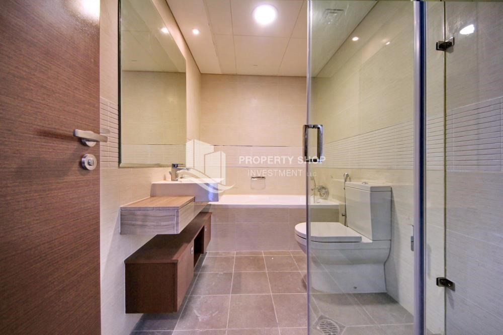 Bathroom-High floor 3+M BR Apt with Sea view.