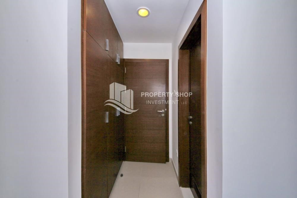 Foyer-High floor 3+M BR Apt with Sea view.