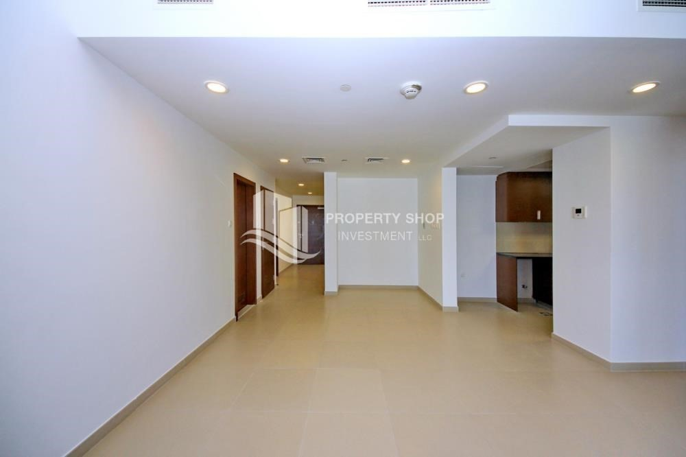 Hall-High floor 3+M BR Apt with Sea view.