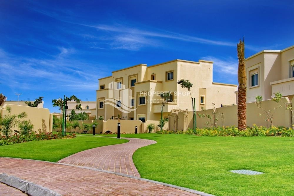 Community-2 BR Single Row Villa in Arabian Village for sale