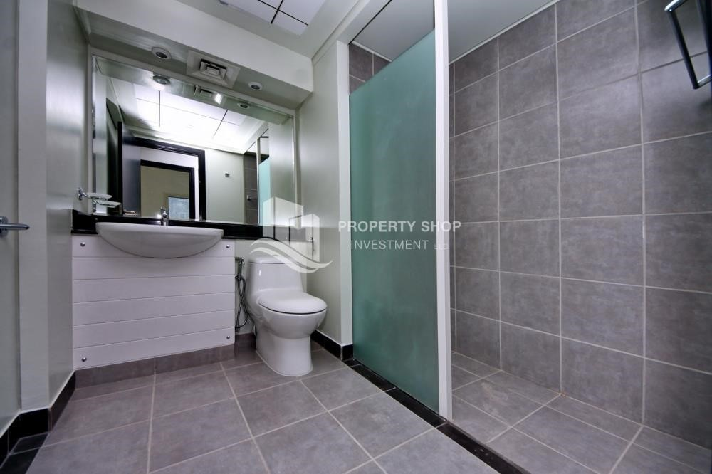 Bathroom-3BR+M Apt with Walk-in Closet.
