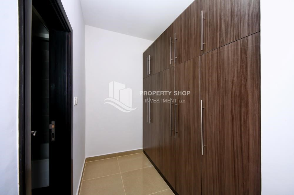 Built in Wardrobe-3BR+M Apt with Walk-in Closet.