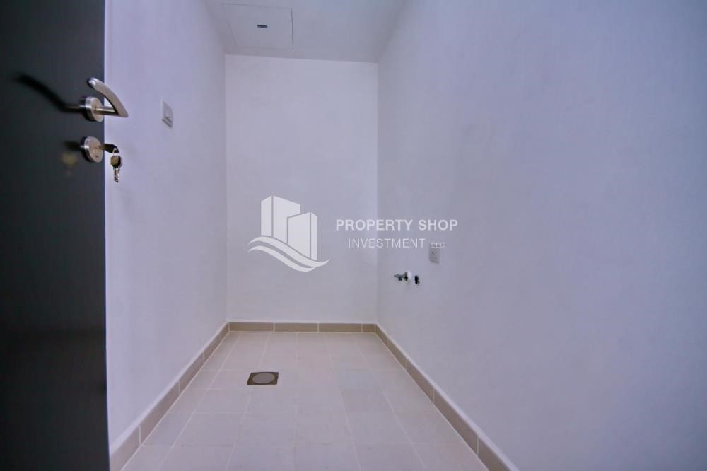 Laundry Room-3BR+M Apt with Walk-in Closet.