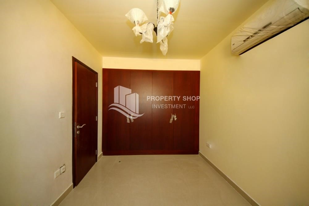 Built in Wardrobe-Vacant Exquisite Villa with spacious terrace.