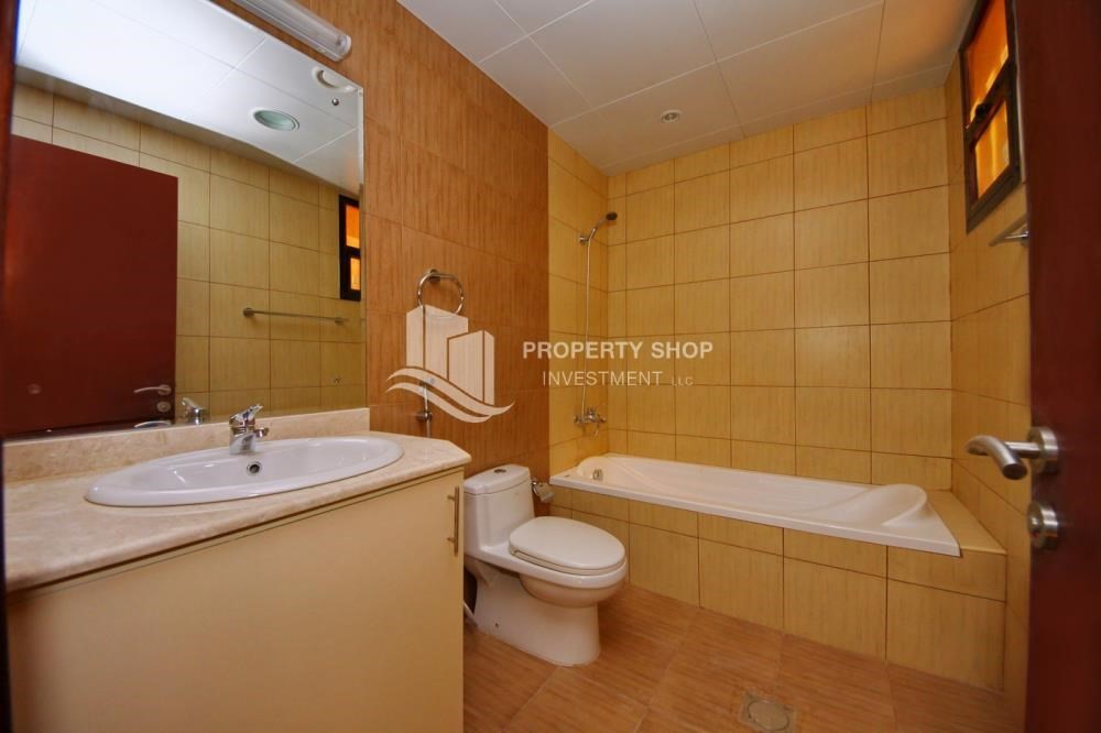 Master Bathroom-Vacant Exquisite Villa with spacious terrace.
