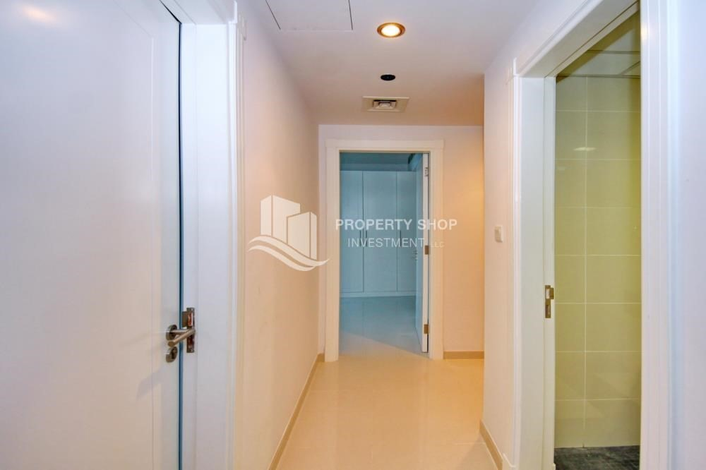 Corridor-Furnished Apt in Mid Floor w/ Marina View