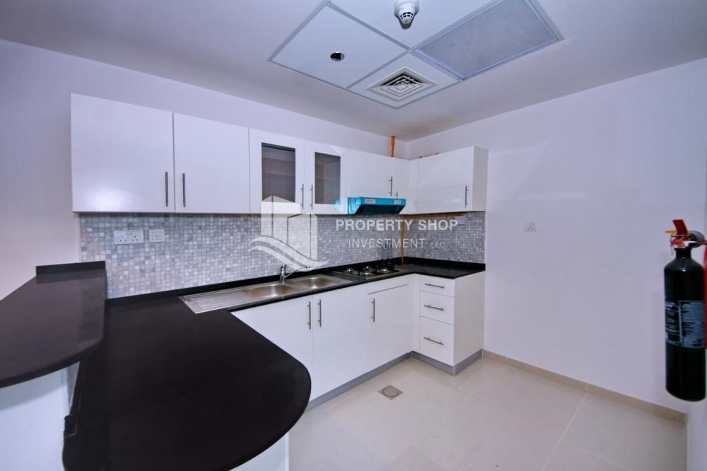 Kitchen-Furnished Apt in Mid Floor w/ Marina View