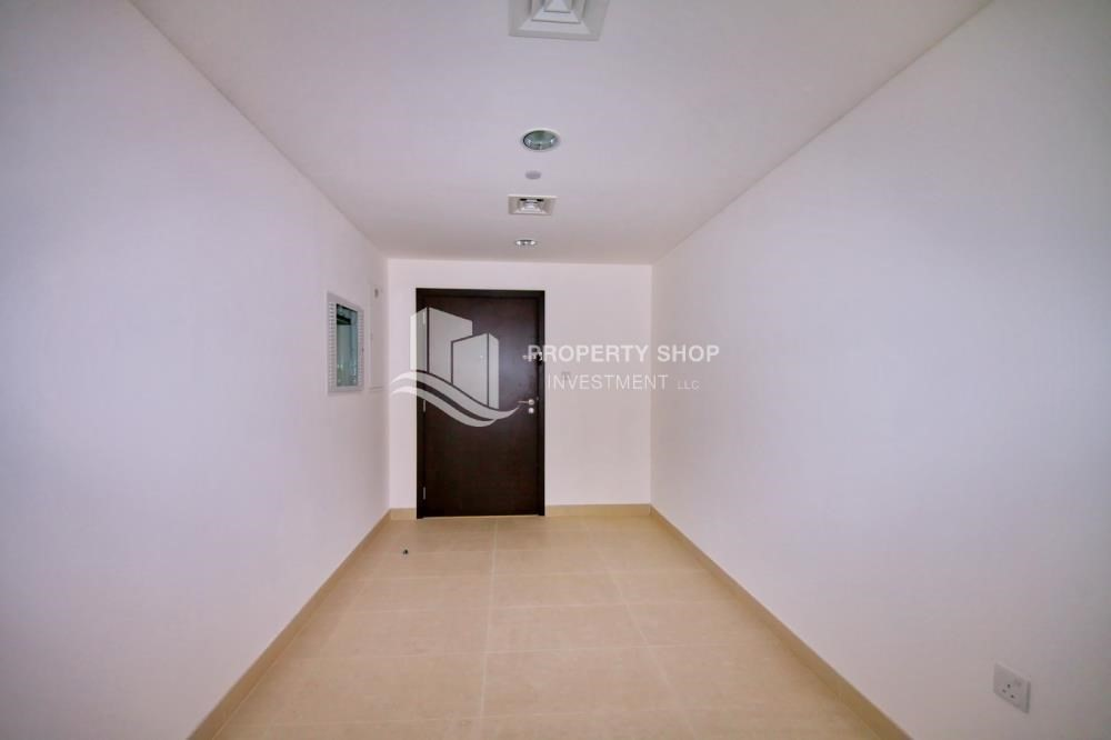 Foyer-2 bedroom with full sea view with rent refund