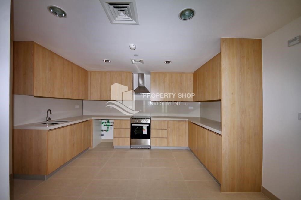 Kitchen-2 bedroom with full sea view with rent refund