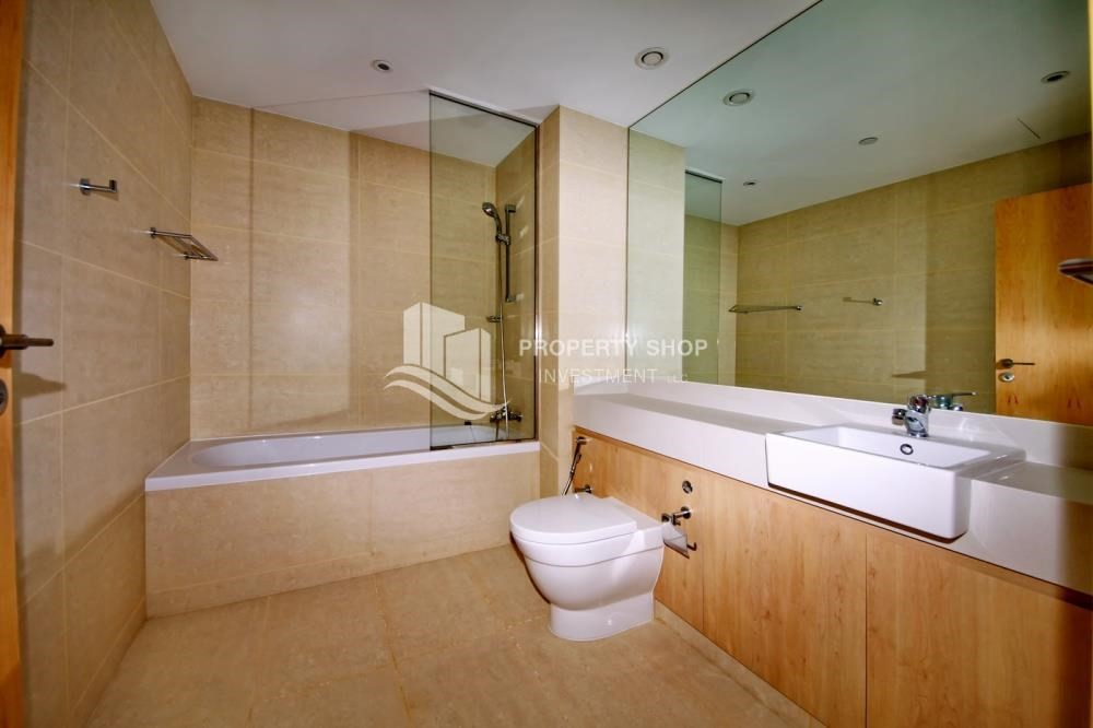 Master Bathroom-2 bedroom with full sea view with rent refund