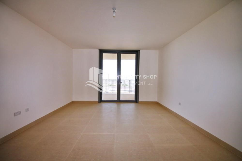 Master Bedroom-2 bedroom with full sea view with rent refund