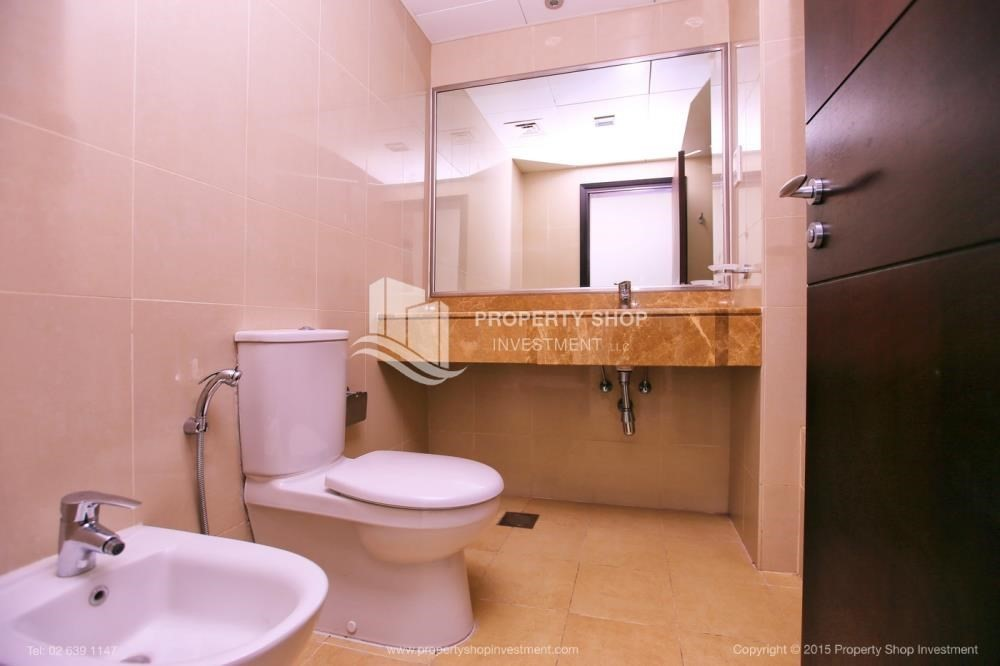 Bathroom-Hurry! Vacant, 2 BR Apt with Sea View.