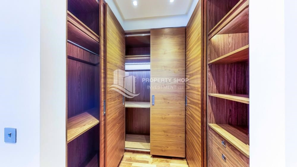 WalkIn Closet-Available 5BR Villa in a luxurious community.
