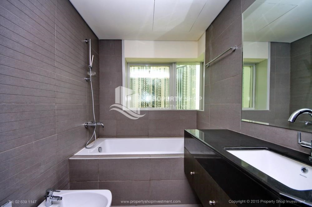 Bathroom-Exquisite 2 Bedroom Apartment in Marina Square.