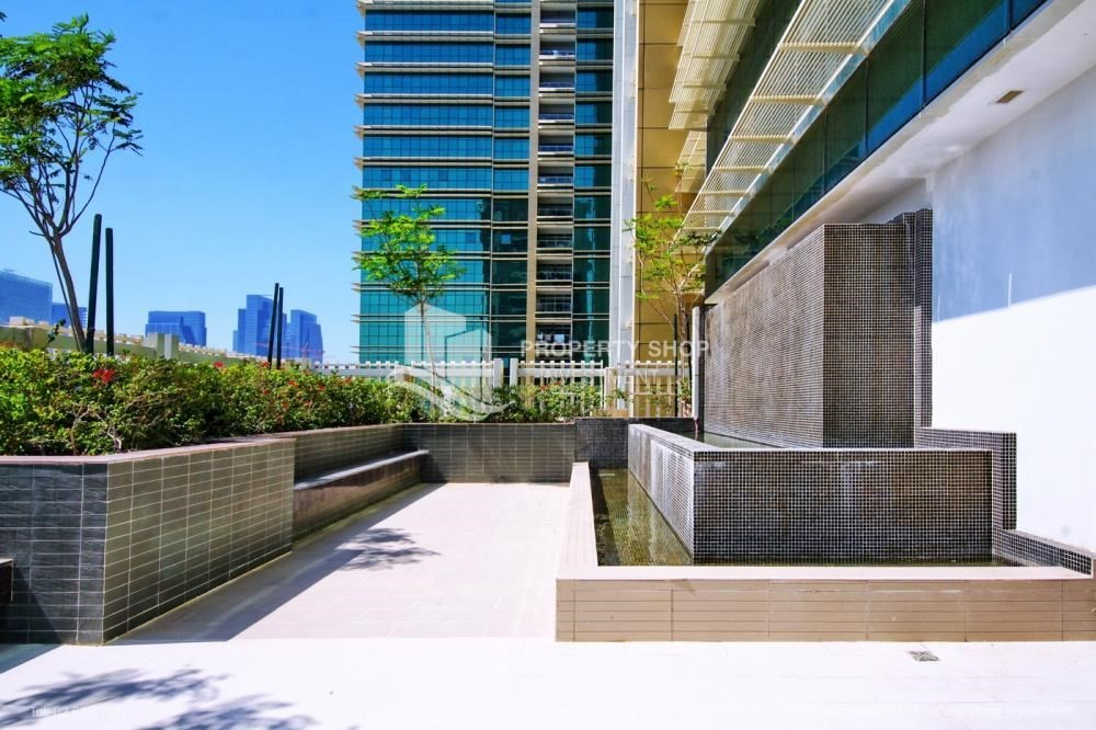 Community-Exquisite 2 Bedroom Apartment in Marina Square.