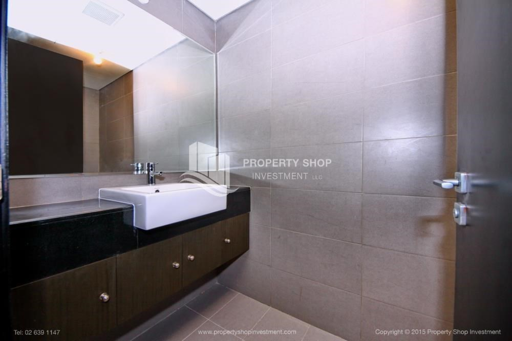 Powder-Exquisite 2 Bedroom Apartment in Marina Square.
