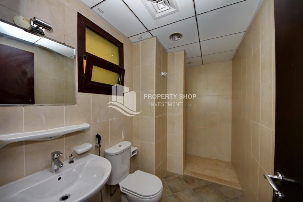 Bathroom-Zero Commission, Ready to Move In !! 4+M Villa with Gym, Pool and Flexible 12 Payment Options