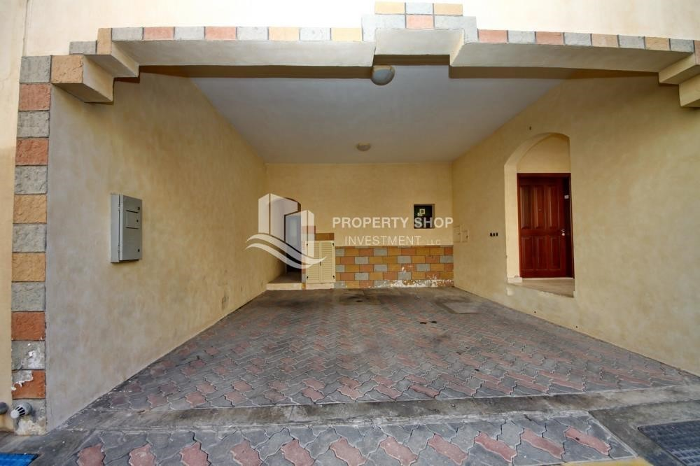 Parking-Zero Commission, Ready to Move In !! 4+M Villa with Gym, Pool and Flexible 12 Payment Options