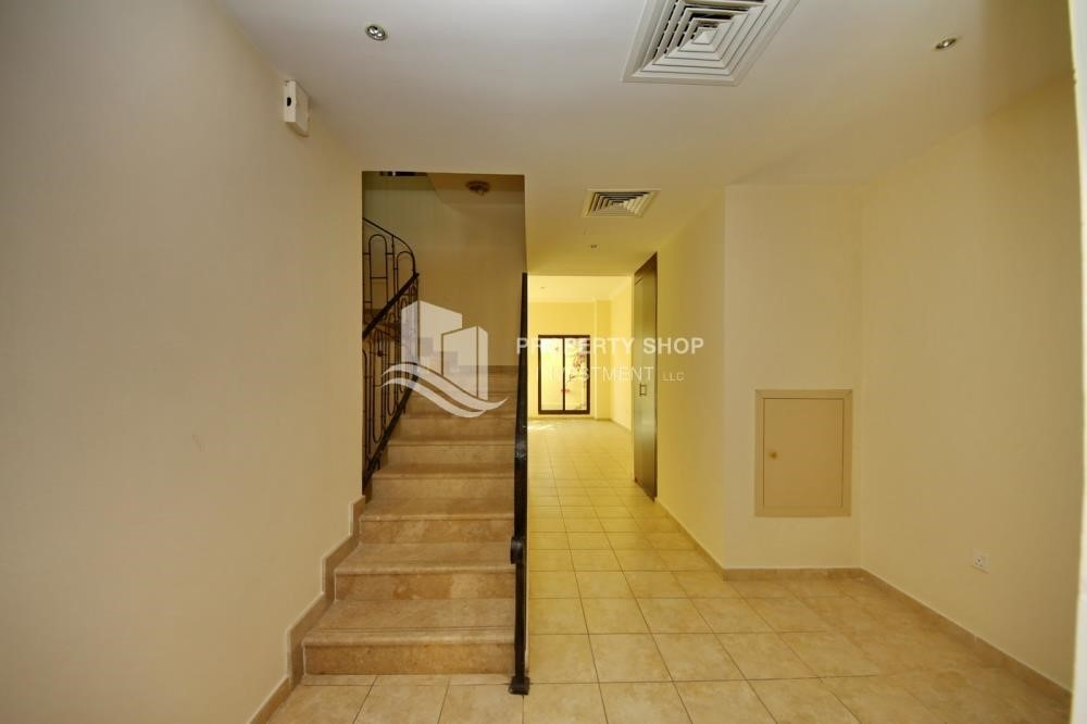 Stairs-Zero Commission, Ready to Move In !! 4+M Villa with Gym, Pool and Flexible 12 Payment Options