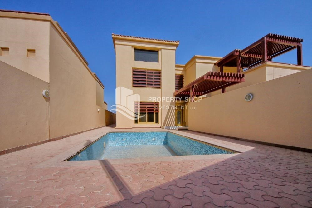 Community-Experience the relaxing ambiance of 5BR Villa in Golf Gardens