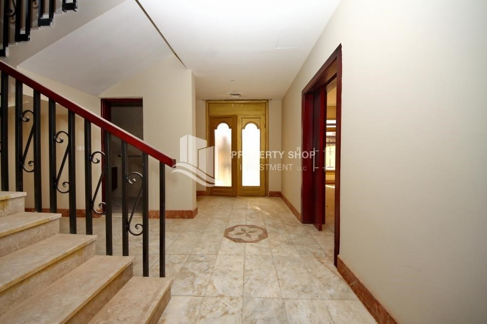 Foyer-Experience the relaxing ambiance of 5BR Villa in Golf Gardens
