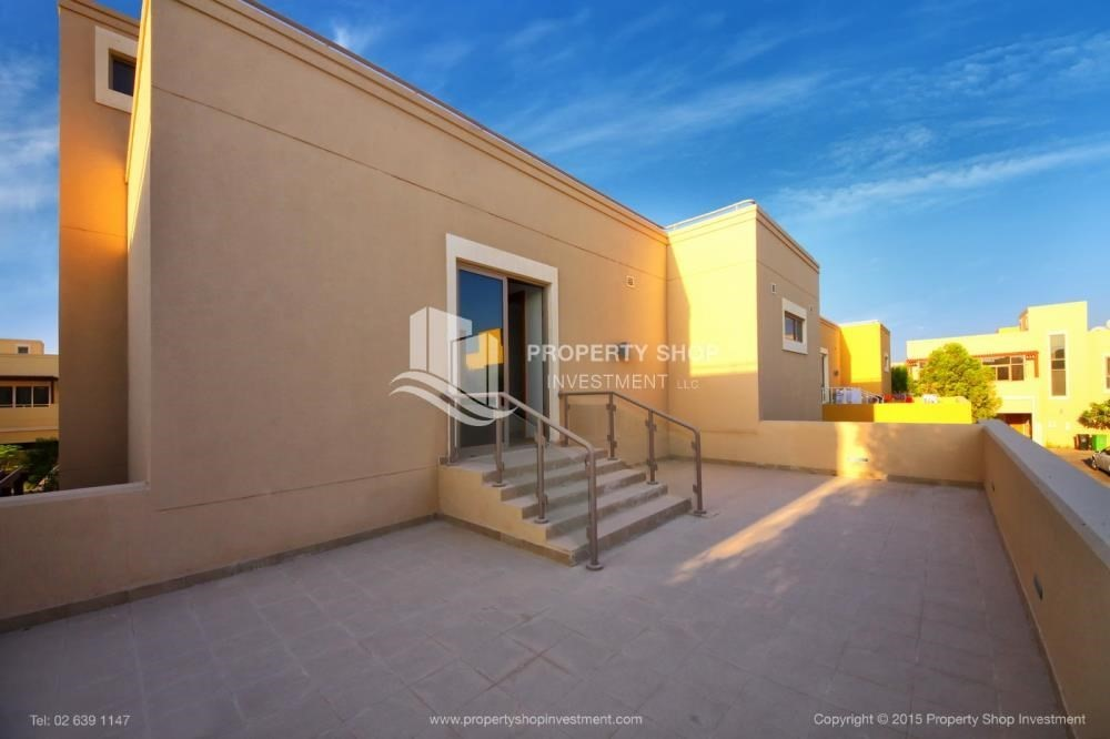 Terrace-Type A 4BR+M villa with private pool.